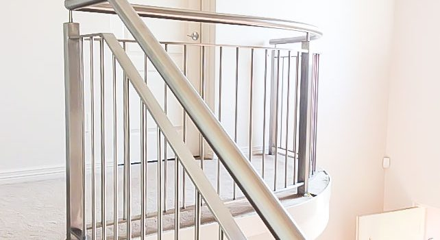 How to Choose the Stair Railing Height?