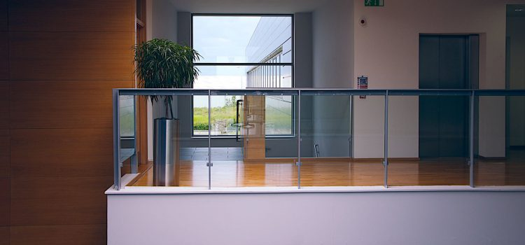 How Thick Should Frameless Glass Balustrade Be?