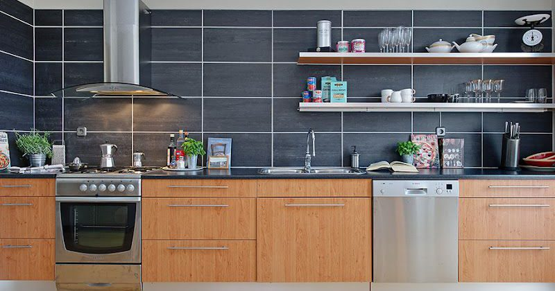 Perfectly smooth large kitchen wall tiles are always popular because they are both beautiful and practical: plaque and moisture are easily removed from them.