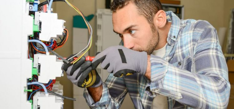 5 reasons to hire a professional electrician