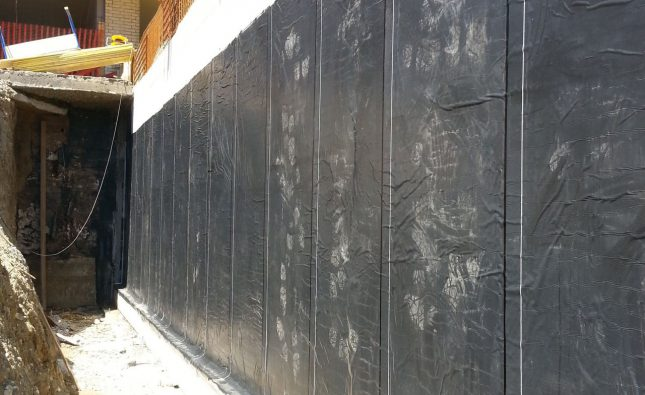 Retaining wall waterproofing membrane