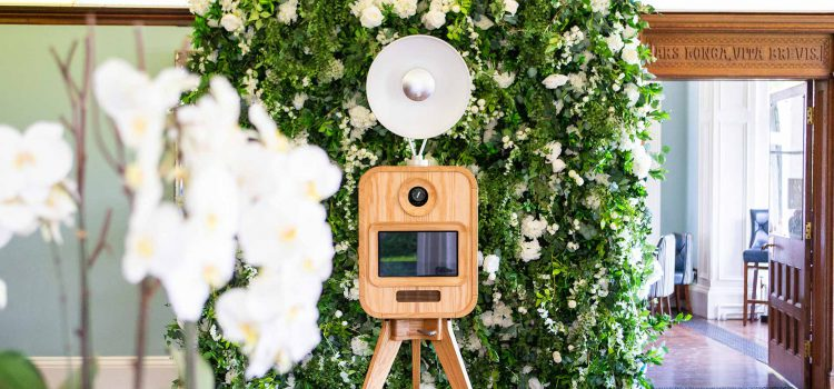 Tips to get the best pics with a quality wedding photo booth hire