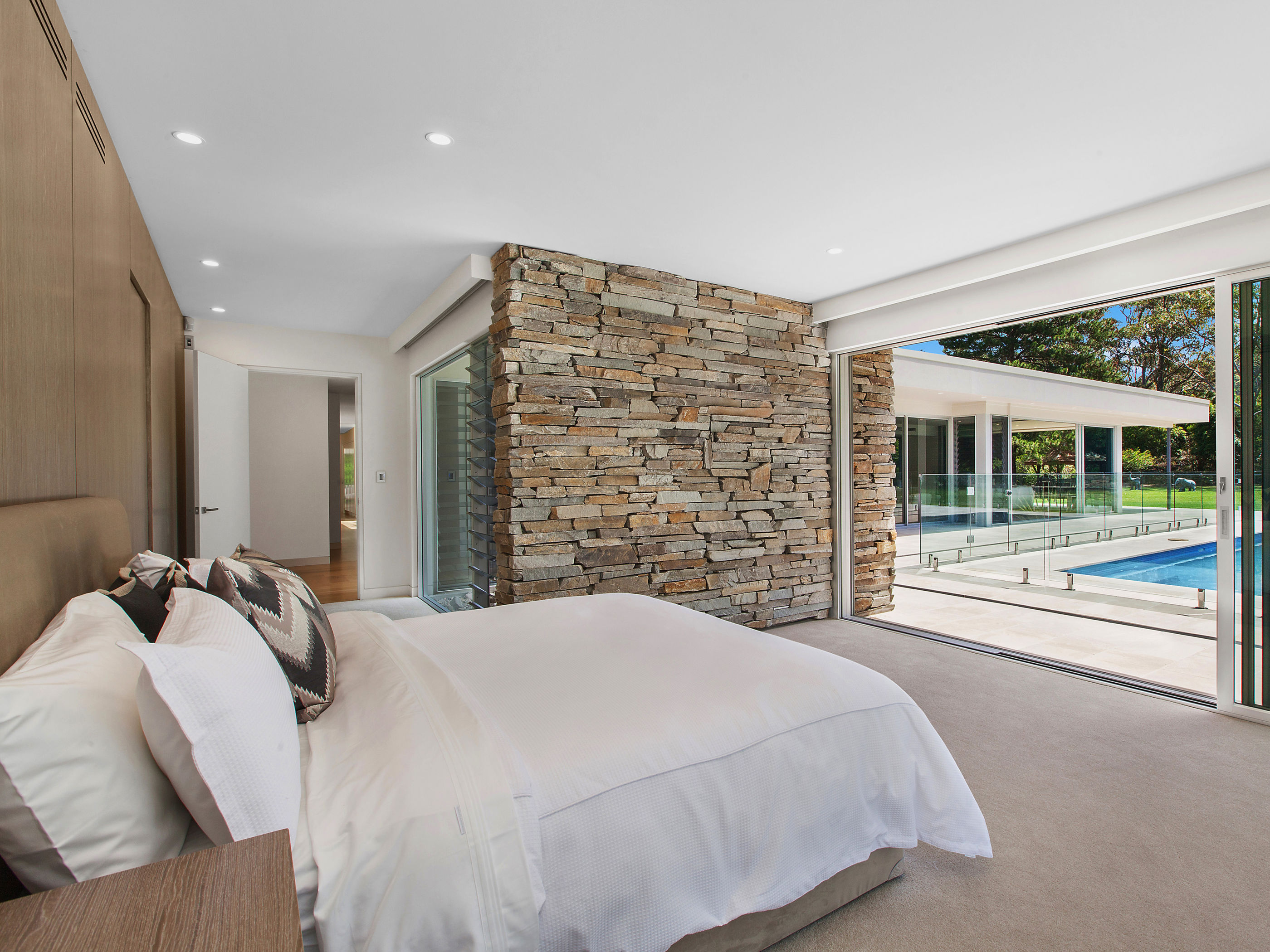Designing An Inspiring Interior With Beautiful Stone Feature Walls- Key Points to Consider