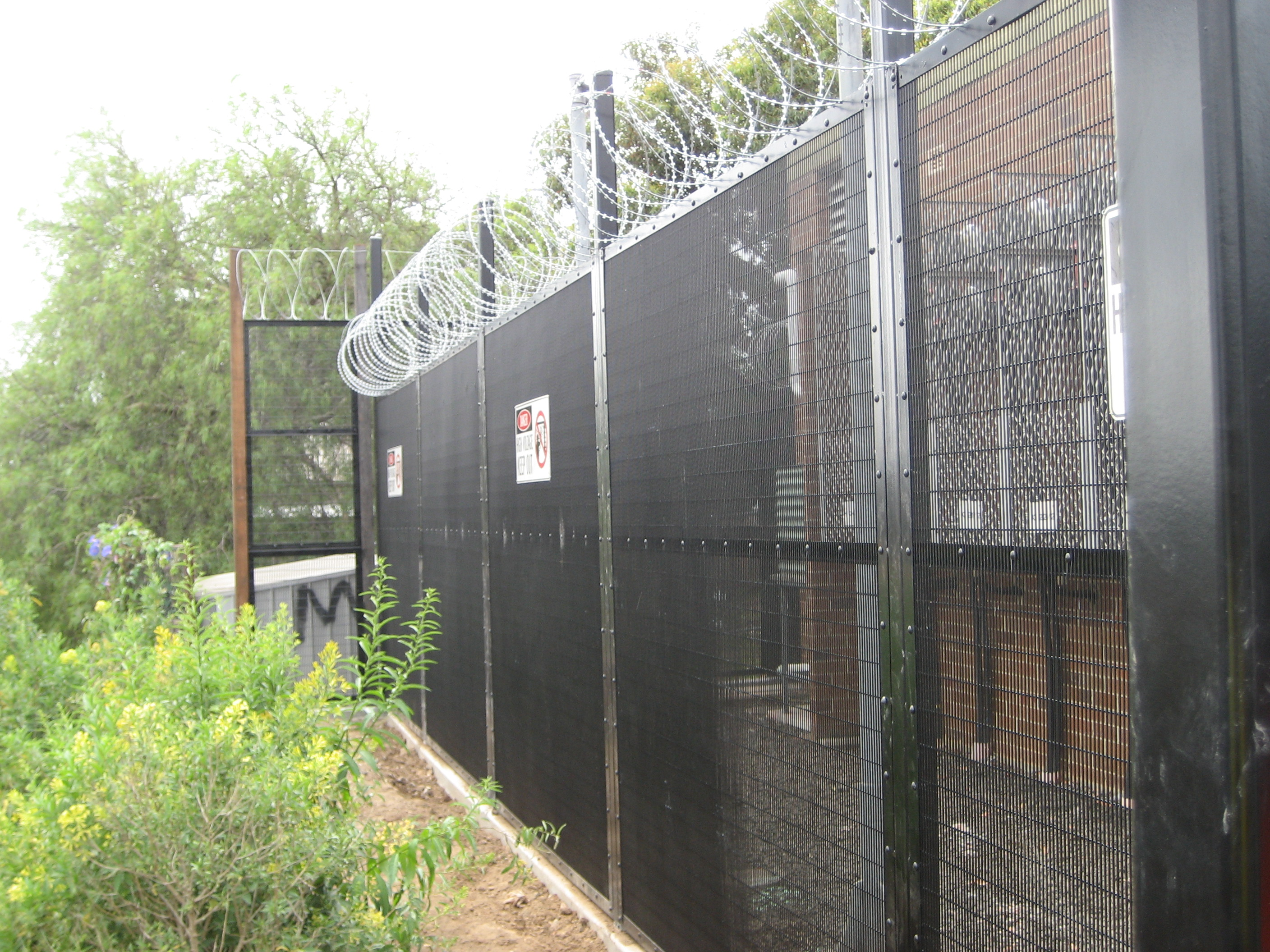 Understanding the Popularity of Mesh Security Fencing Central Coast