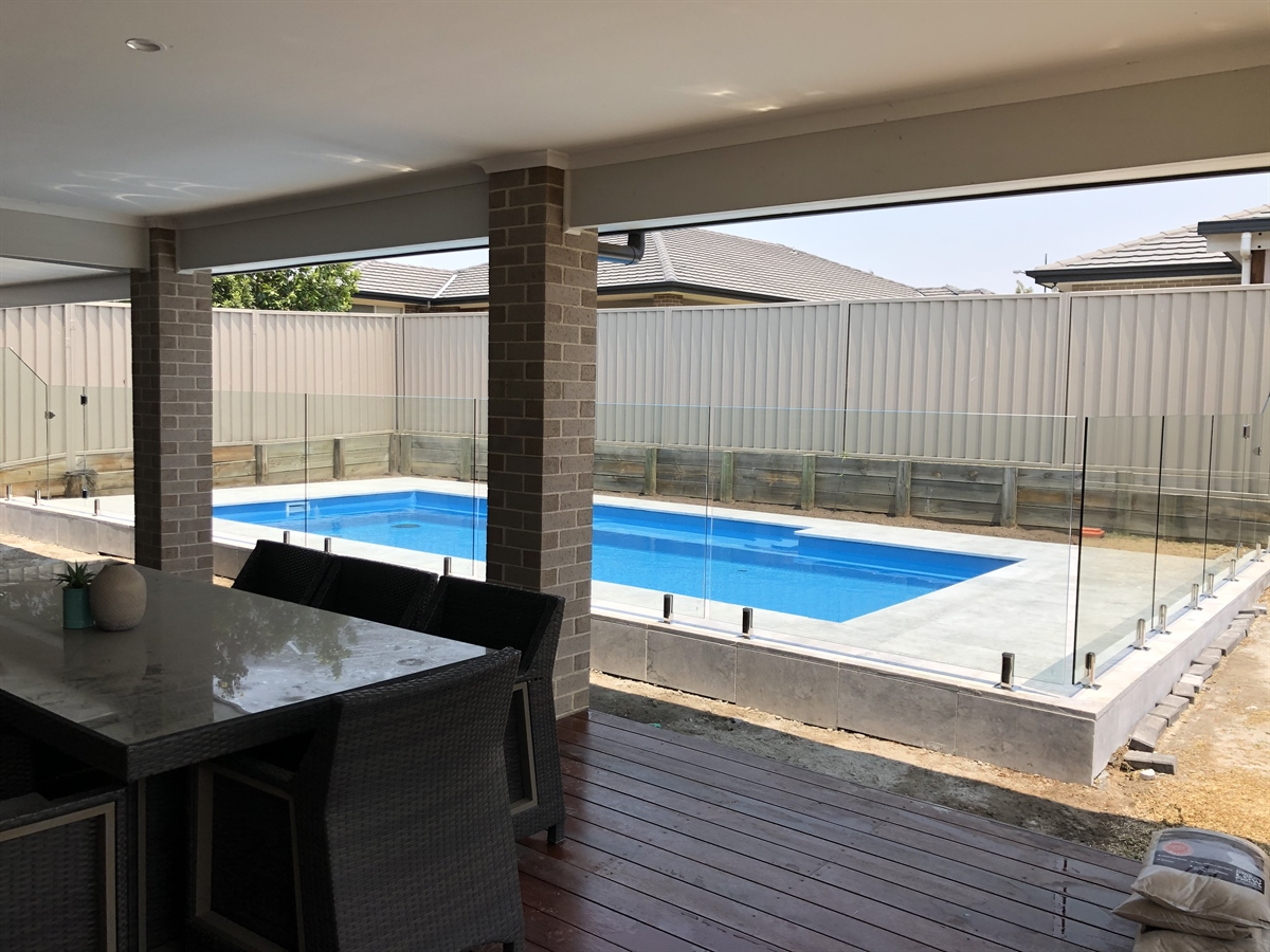 Top 10 Reasons Why You Should Go For Frameless Pool Fencing